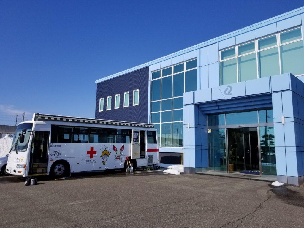 アーネストに来ていただいた献血バス「宝くじ号」